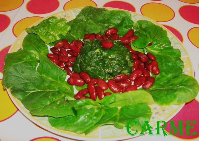 Ensalada tibia de espinacas y alubias rojas