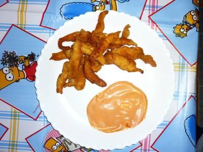 Tiras crujientes de pollo con salsa