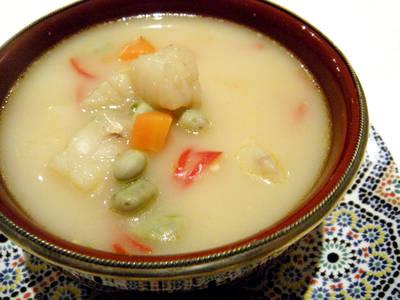 Sopa de pescado picante al estilo thai