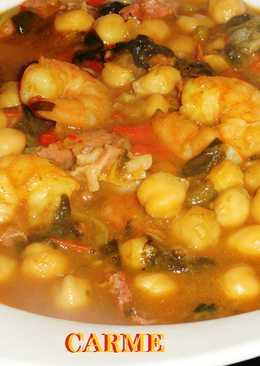 Potaje de garbanzos y espinacas con langostinos y jamón