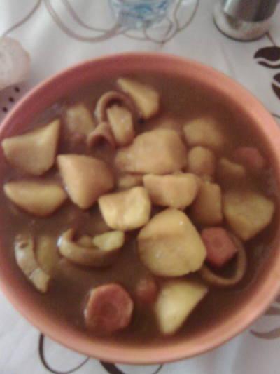 Guiso de patatas con pota