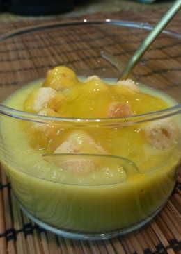 Entrante de crema de puerro con picatostes y vinagre de mango
