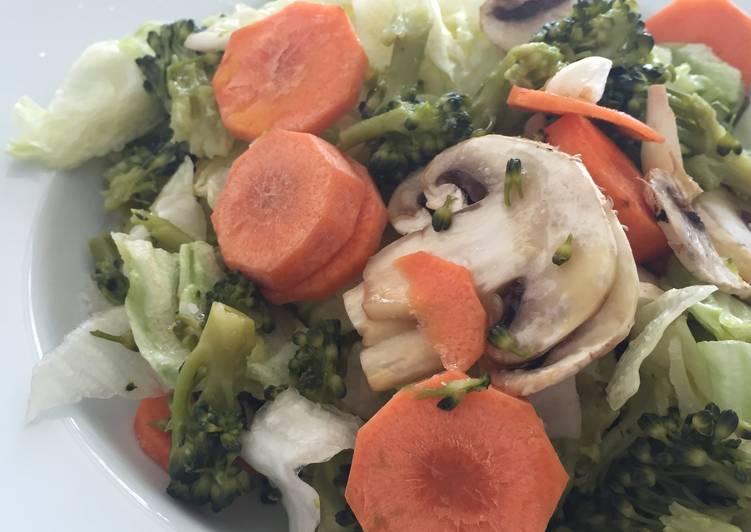 Ensalada de brócoli y champiñones