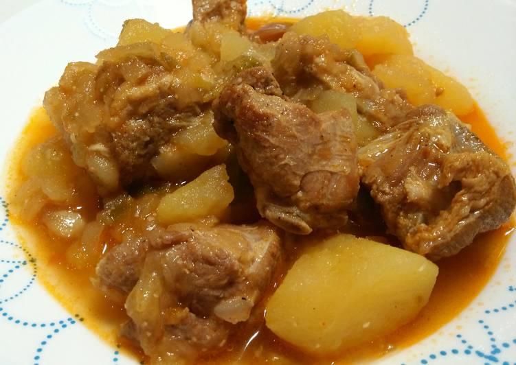 Costillas de cerdo guisadas con patatas receta de - Patatas con costillas de cerdo ...