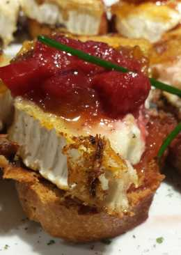 Tostada de queso de cabra con confitura de tomate