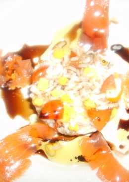 Ensalada de arroz con langostinos, surimi y salmón