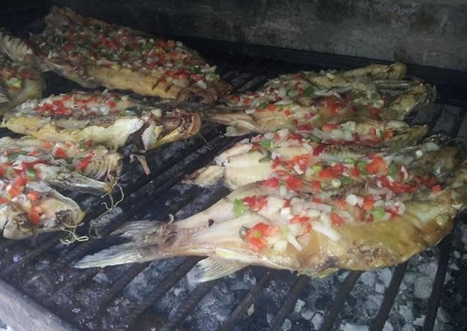 Asado a la parrilla de pescado para caranchear receta de - Parrillas para pescado ...