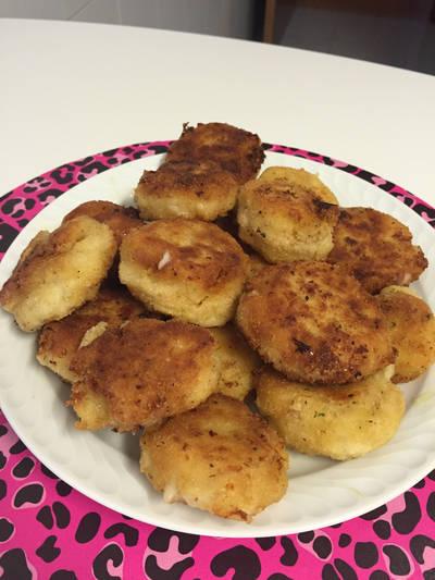Croquetas de pollo y leche de coco