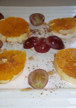 Postre de naranja, uvas y dátiles con canela