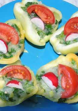 Pimiento verde relleno con puré y ajo verde
