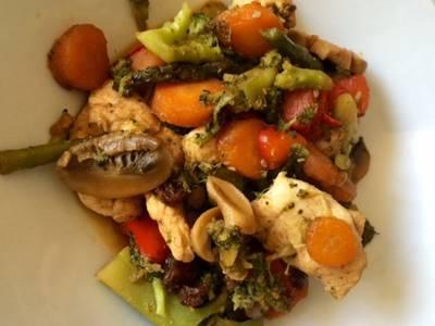 Wok de pollo especiado con verduras y jengibre