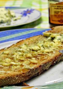 Tosta de queso azul y miel