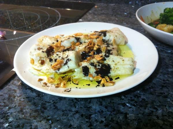 Merluza al horno con ajitos y vinagre de Módena