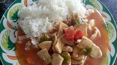 Arroz con pechuga en salsa agridulce