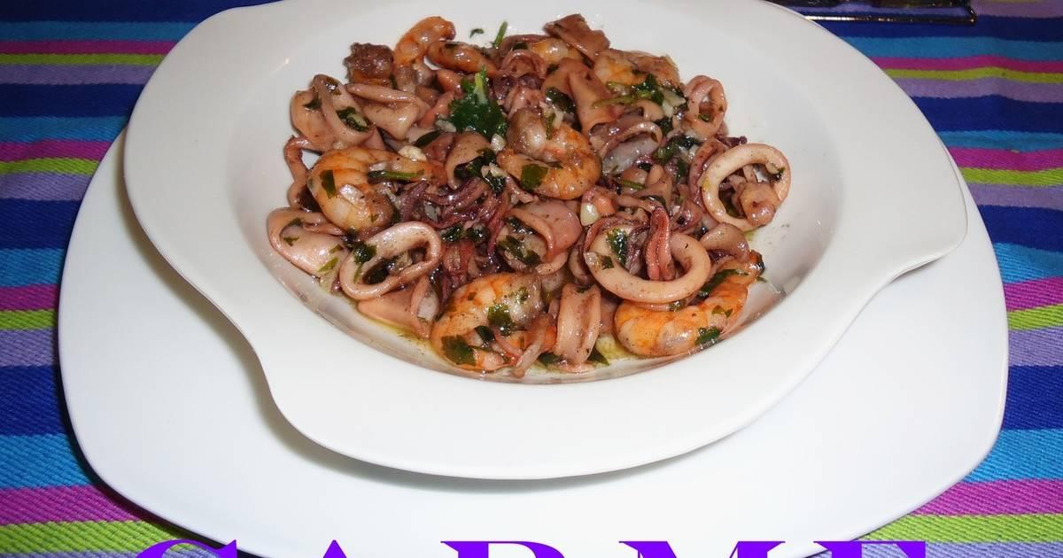 Calamares y gambas al ajillo receta de carme castillo - Limpiar calamares pequenos ...