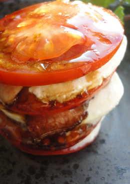Montadito de tomate, mozzarella y bacon
