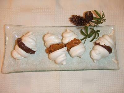 Besitos rellenos de dulce de leche y chocolate