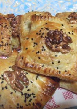 Pasteles hojaldrados con mozzarella y nueces