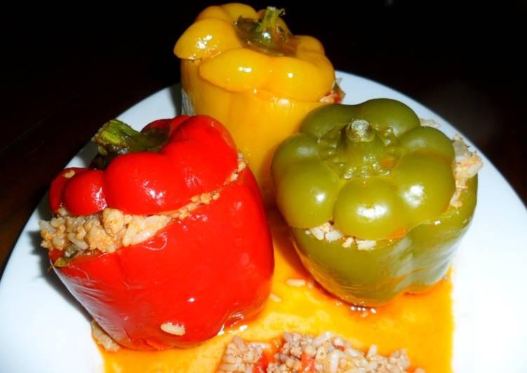 Pimientos tricolor rellenos en salsa de tomate receta de - Chipirones rellenos en salsa de tomate ...