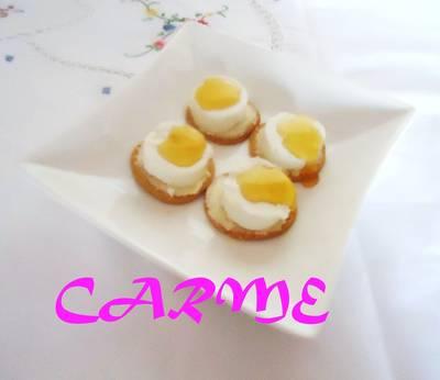 Canapés de queso de cabra y miel
