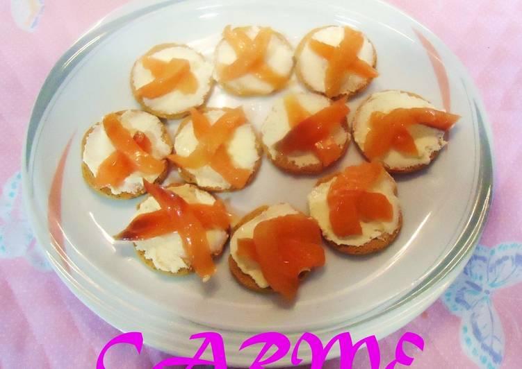 Canap s de salm n ahumado en aceite receta de carme for Canape de salmon ahumado