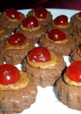 Masitas de chocolate con pasta moka y cerezas confitadas
