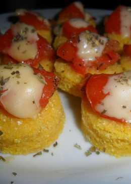 Canapés de polenta criolla
