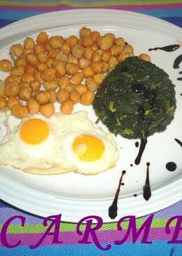 Espinacas salteadas con garbanzos fritos y huevos de codorniz