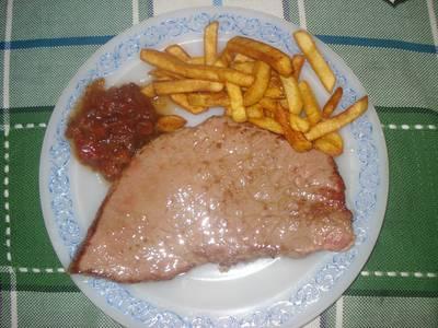 Ternera con patatas y chutney de tomate