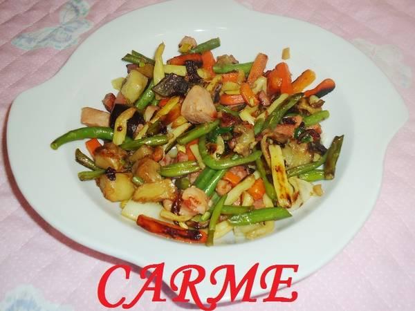 Salteado de verduras con jamón y pavo
