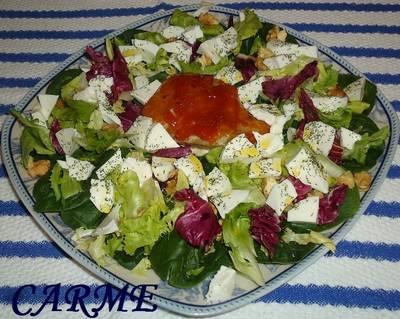 Ensalada de espinacas, atún fresco y queso