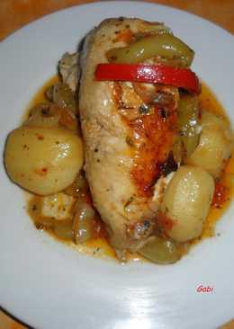 Pollo entero a la cacerola con papas y verduras