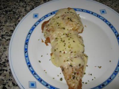 Pescado empanado con queso