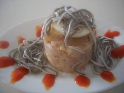Timbal de ensaladilla murciana con gulas