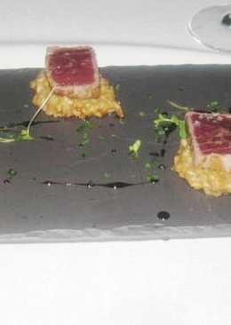 Tataki de atún con rissoto de setas y reducción de mirin