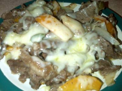 Carne con pimientos y queso