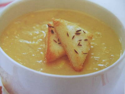 Sopa cremosa de calabaza con curry y leche de coco