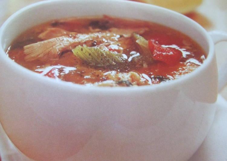 Sopa casera de pollo y tomate