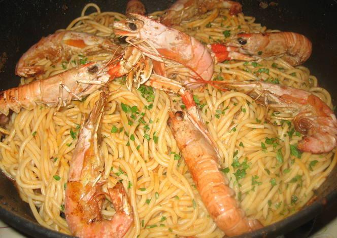 Espaguetis con gambas y cigalas receta de esther cookpad - Espaguetis con gambas y champinones ...
