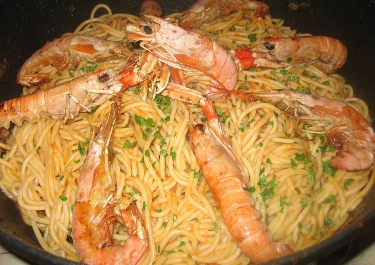 Espaguetis con gambas y cigalas receta de esther cookpad - Espagueti con gambas y nata ...