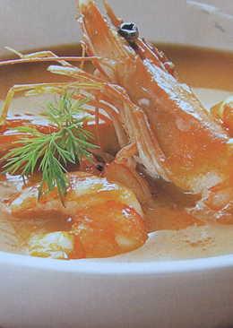 Sopa roja de pescado y marisco