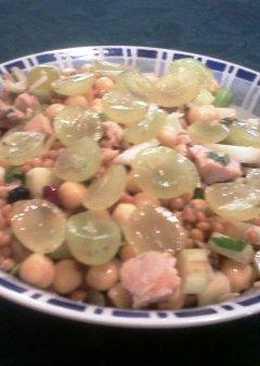 Ensalada de legumbres con uva