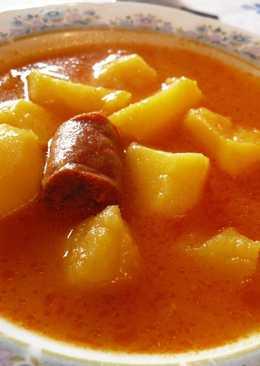 Patatas a la riojana con chorizo y costilla adobada