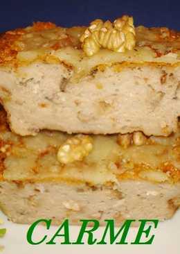 Pastel de pan, champiñones y nueces