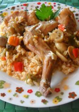 Cazuela de arroz con conejo, champiñones y caldo de ave