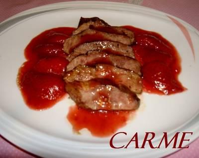 Magret de pato con salsa de fresas