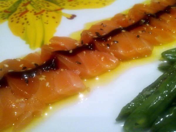 Sashimi andaluz de salmón