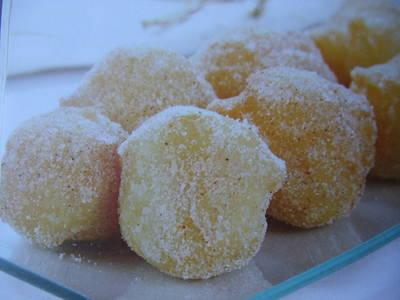 Bollos fritos de azúcar y canela