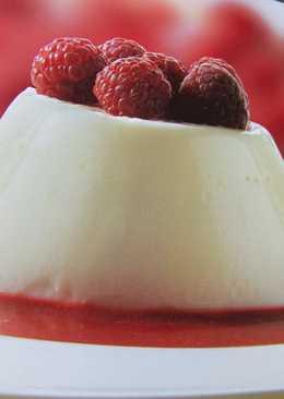 Flan blanco con frambuesas