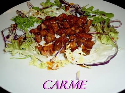 Ensalada con tacos de solomillo agridulces